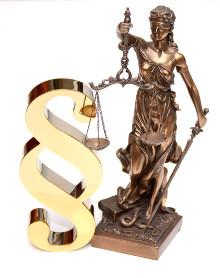 foto: Justicia mit Paragraphenzeichen